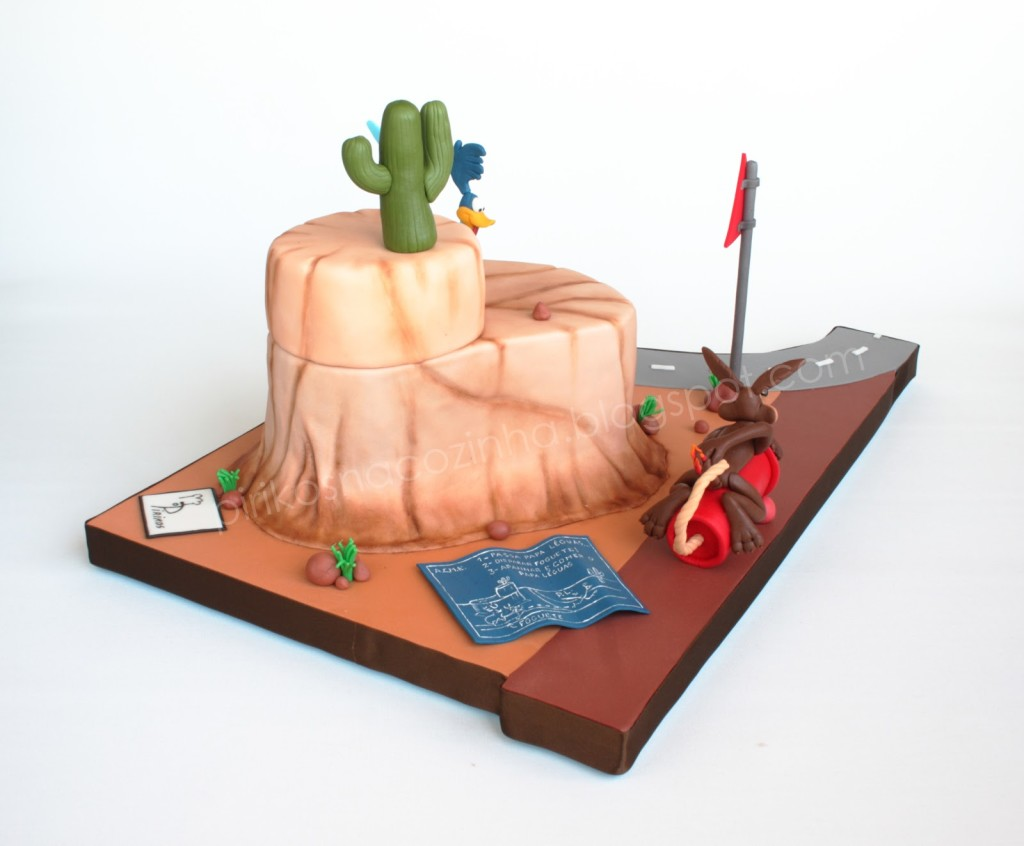 Coyote and Road Runner cake 03
