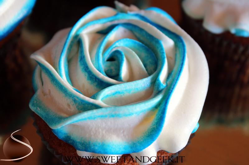 Tutorial rose sfumate per torte e cupcake sweet for Decorazioni torte 2d