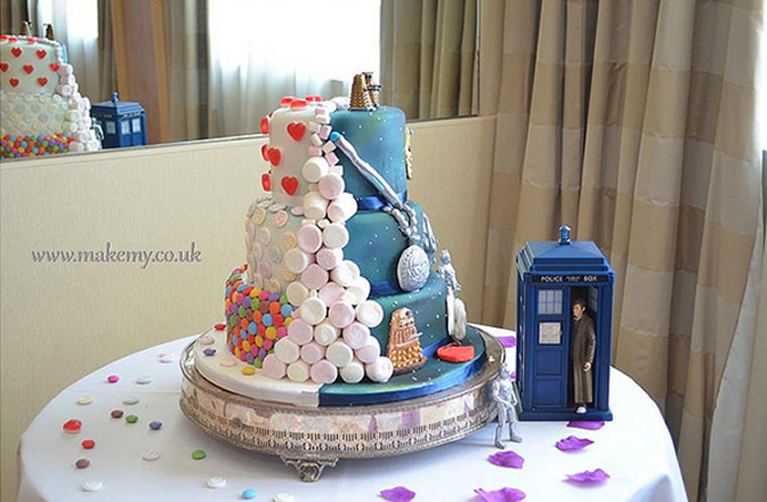 half-half-doctor-who-candy-cake