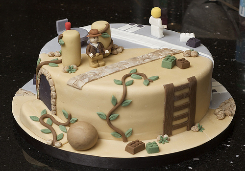 indiana-jones-star-wars-cake