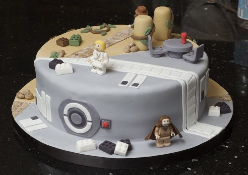 star-wars-indiana-jones-cake-500x353